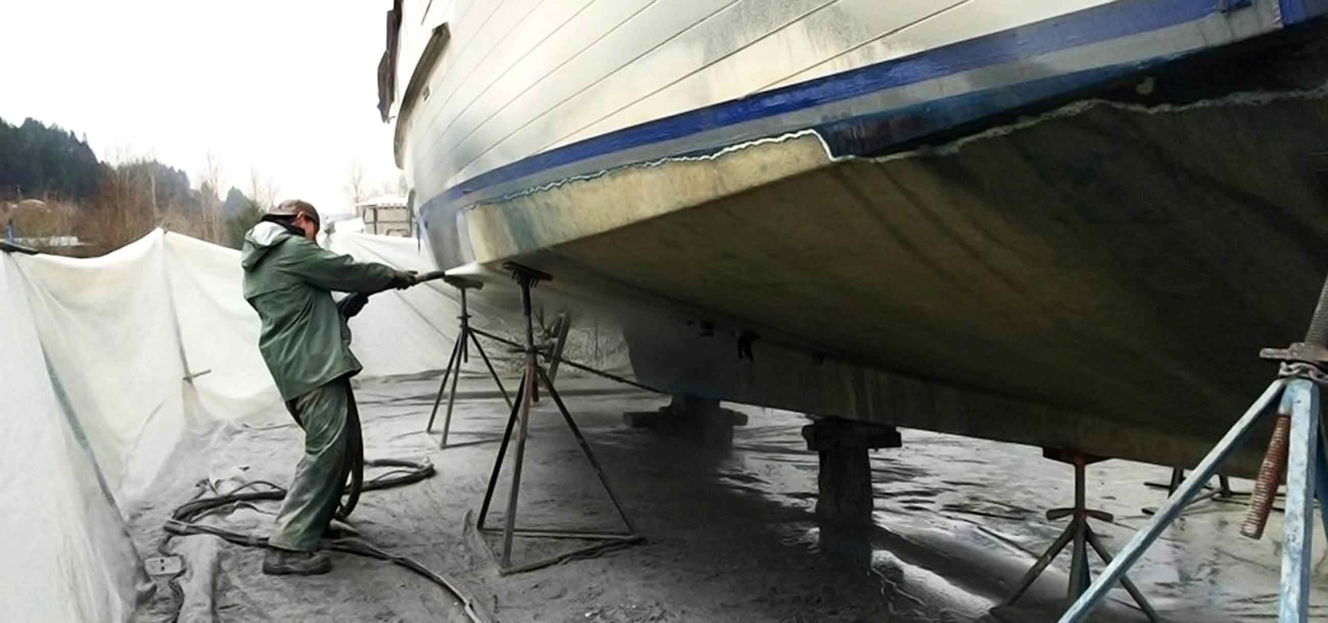 dustless blasting the hull of a boat