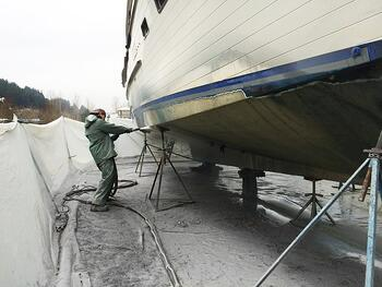 bottom paint removal from a large boat