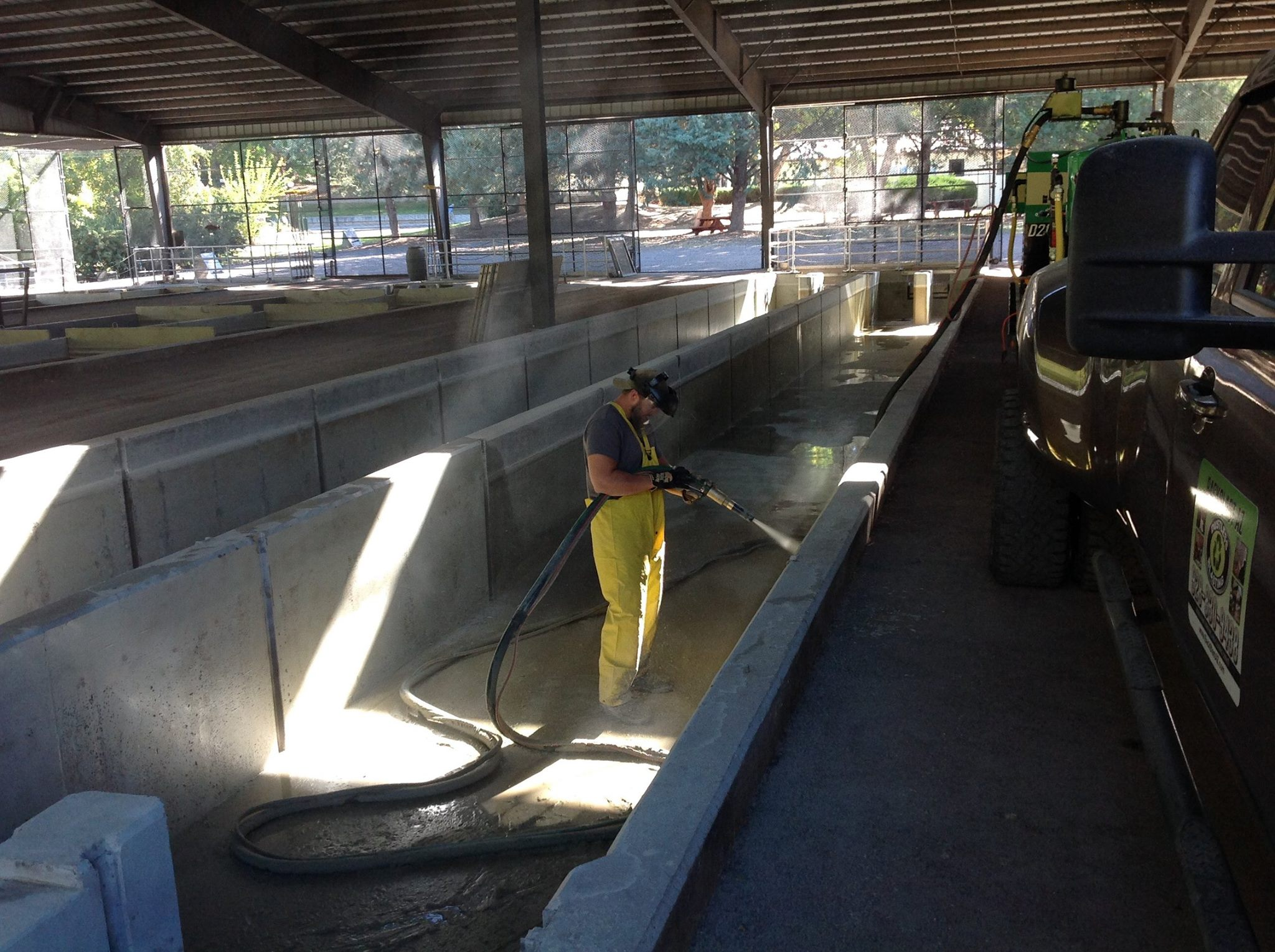 Back Blast AZ removing calcium, algae and grime with the DB800 mobile