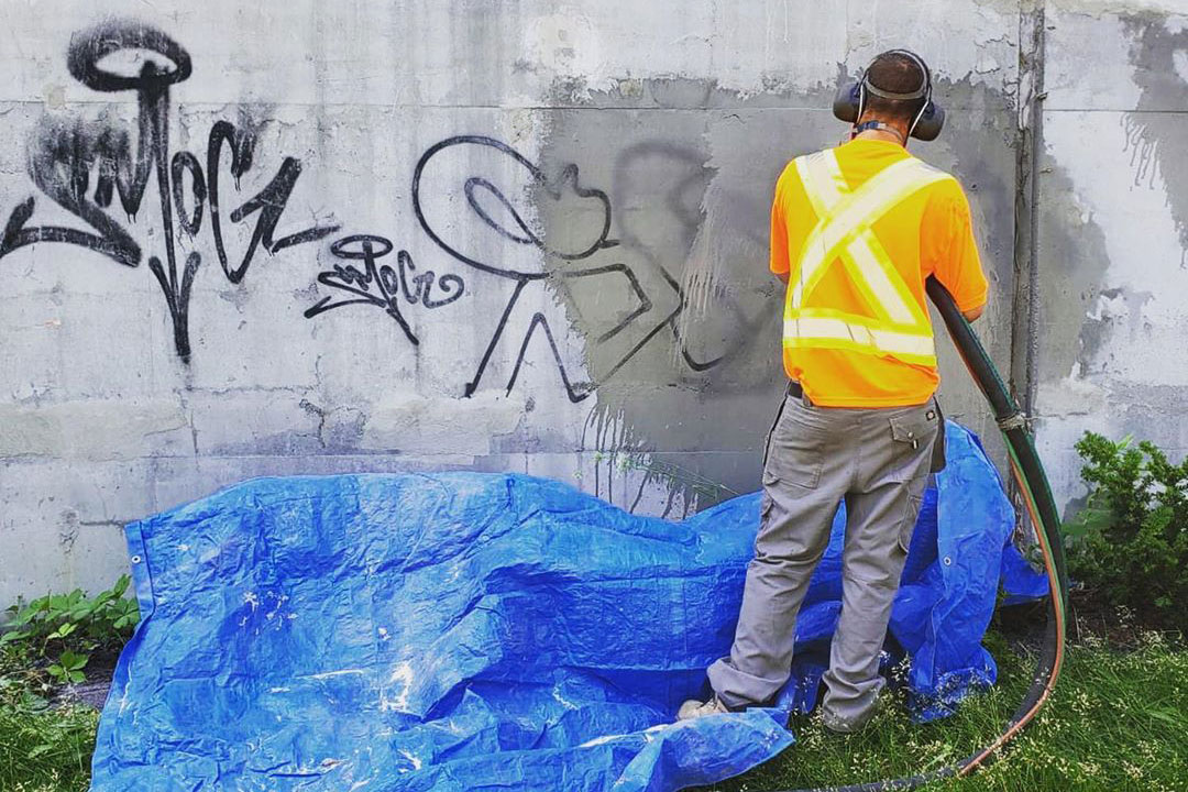 removing graffiti from concrete wall