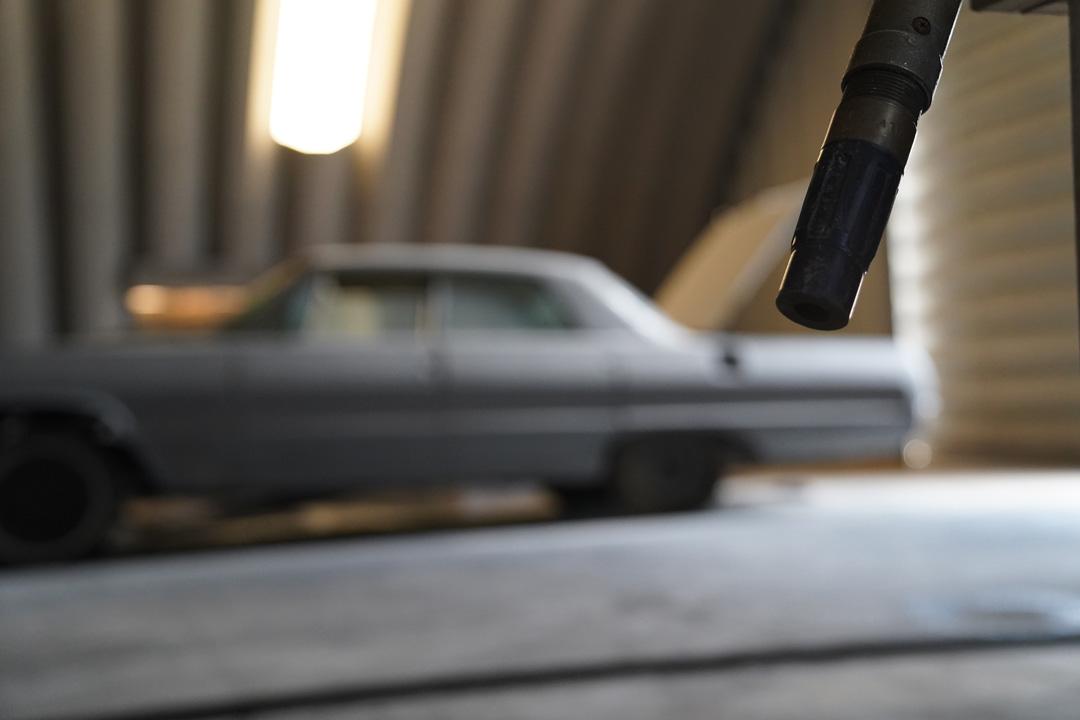 abrasive blast nozzle and car
