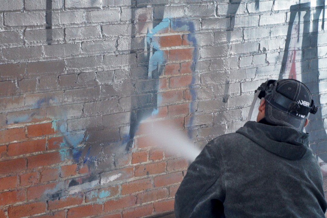 removing graffiti from antique brick